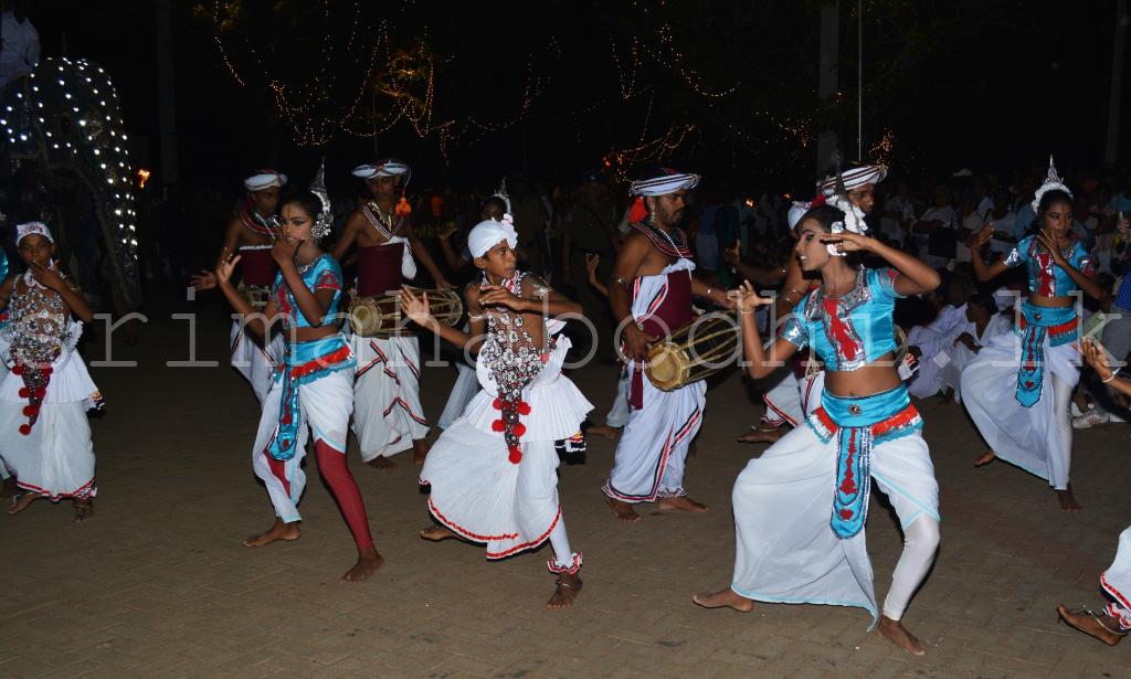 09_Dancing_Item_2