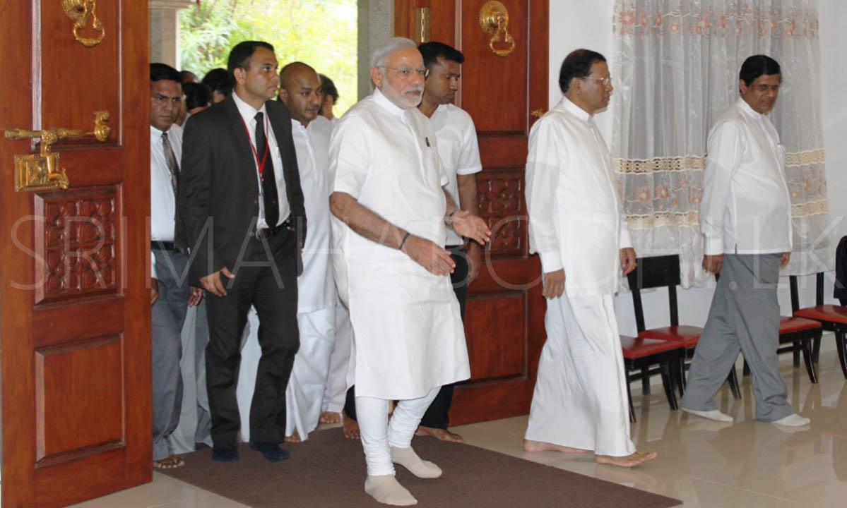 01_Indian_PM_Modi_arriving_at_the_Mahaviharaya_with_the_President_of_Sri_Lanka