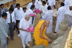 06_PM_Modi_entering_the_Udamaluwa_with_Atamasthanadhipathi_Nayaka_Thero