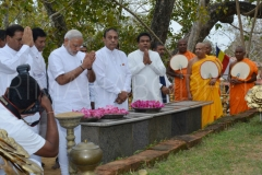 07_PM_Modi_offering_flowers_to_the_Jaya_Sri_Maha_Bodhi