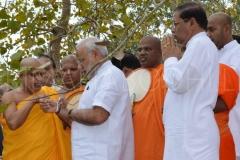 12_Atamasthanadhipathi_Nayaka_Thero_tying_a_Pirith_Thread_to_PM_Modi