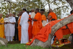 13_PM_Modi_offers_the_special_reliquary_containing_the_holy_soil_to_Atamasthanadhipathi_Nayaka_Thero