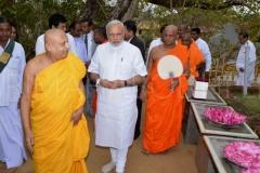 15_PM_Modi_leaving_the_Udamaluwa_with_Atamasthanadhipathi_Nayaka_Thero